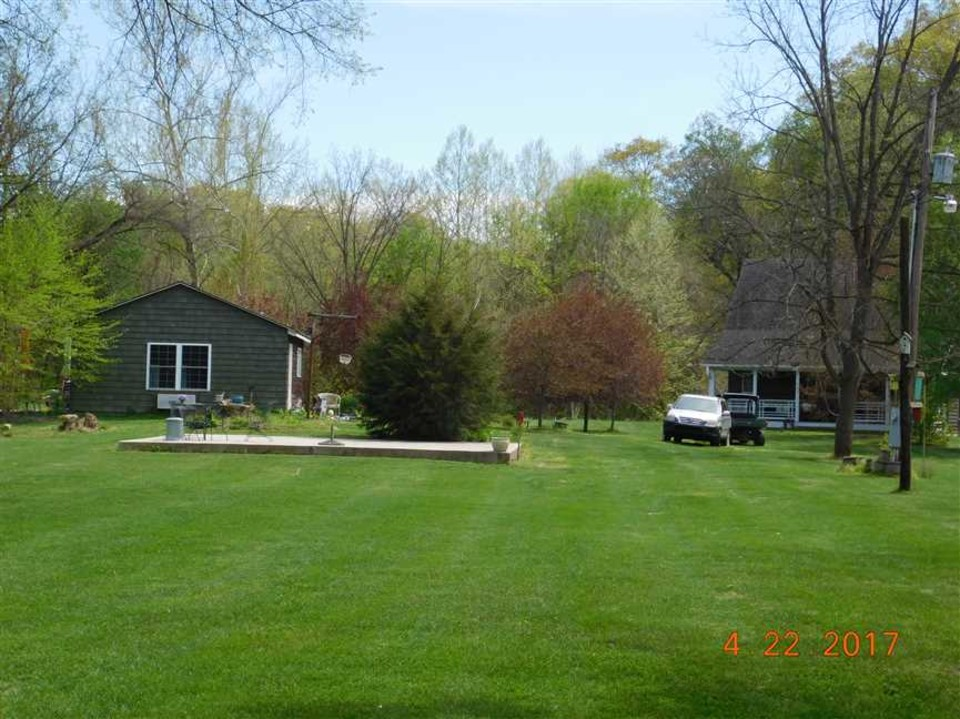 Home Retreat In Livingston County With Acreage Rustic Home Bunk